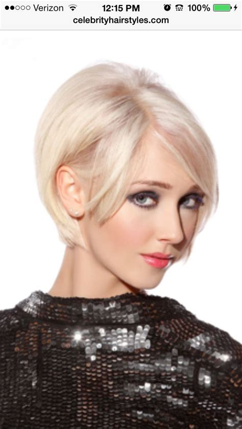60s Bangs Hairstyles by Great 60 S Hairstyle And Platinum Color A Modern Version