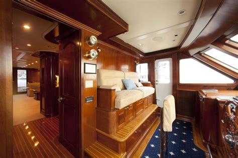 Classic Motor Yacht Flybridge Cruising Planing Hull