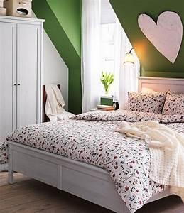 decoration chambre a coucher pour accueillir le printemps With chambre bébé design avec coeur fleurs artificielles