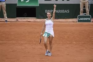 Romania's Simona Halep reaches Roland Garros semifinals ...