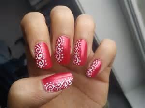 Nail art red and white nikoshakar