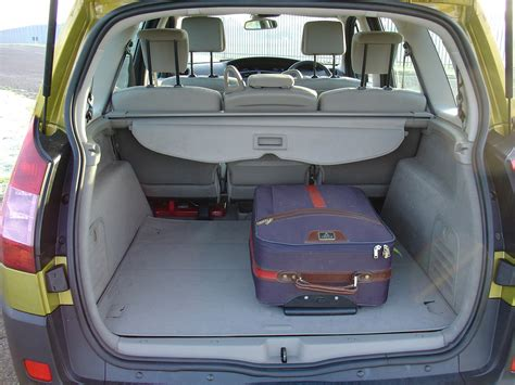 renault grand scenic estate 2004 2009 features equipment and accessories parkers