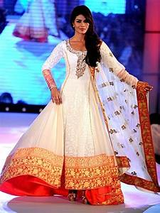 Priyanka Chopra in a ultra gorgeous Anarkali style dress ...
