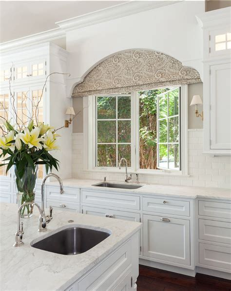 Great valance over the kitchen sink   Home Decoz