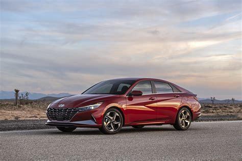 Nowy Hyundai Elantra: odważna stylizacja, w końcu jako hybryda