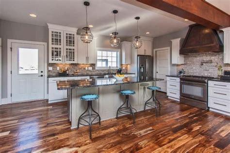 kitchen backsplash colors 17 best images about homes iowa kitchens on 2203