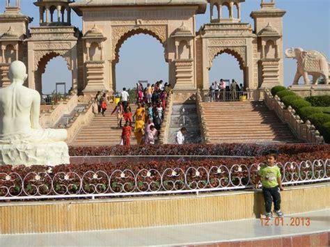 Listen to anuradha paudwal shri gajanan maharajchi aarti mp3 song. anandsagar - the grand entrace - Foto di Shri Gajanan ...