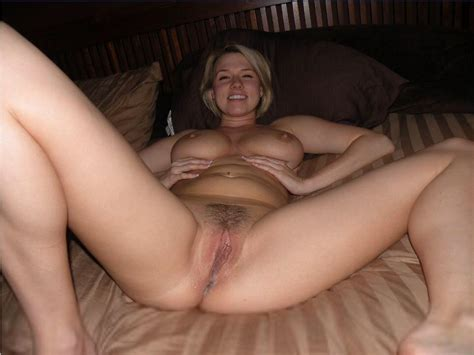 Michigan Wife Happy To Spread For Hubby Milf