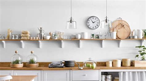 cuisine etagere murale dans cette cuisine épurée les 4 idées à retenir