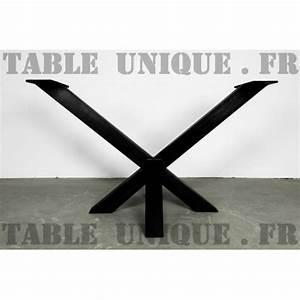 Pied De Table En Acier : pied de table central en acier avec une forme inhabituelle ~ Teatrodelosmanantiales.com Idées de Décoration