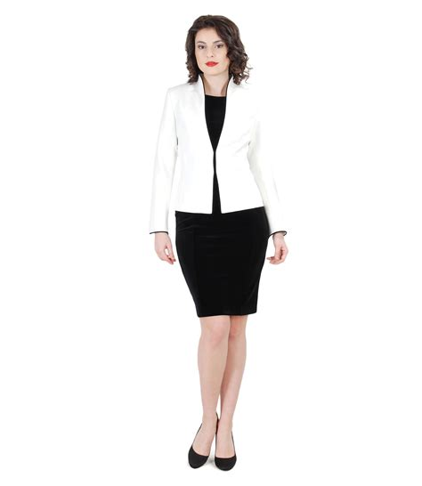 Elegant outfit with cream jacket and velvet dress - YOKKO