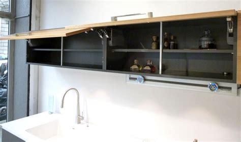 cuisine schmidt 15 cuisine schmidt de presentation modele arcos colori caneo brillant en bas et bois chene clair en ha
