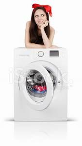 Symbole Auf Waschmaschine : cute girl auf einer waschmaschine mit w sche gef llt stockfotos ~ Markanthonyermac.com Haus und Dekorationen