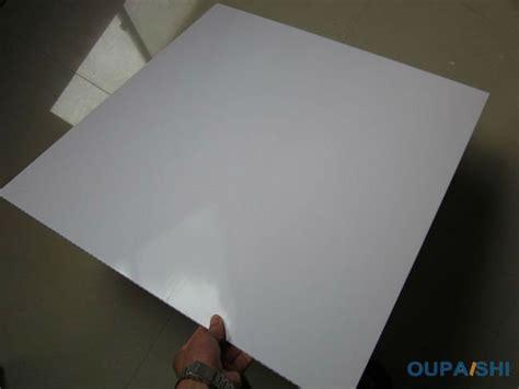 plaque pvc pour plafond plaque plafond pvc maison travaux
