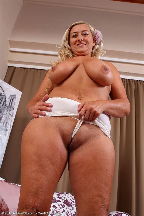 Busty Milf Melyssa Display Her Yummy Camel Toe Milf Fox