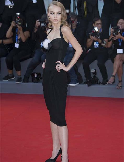 25 Most Famous Short Female Celebrities With Adorable ...