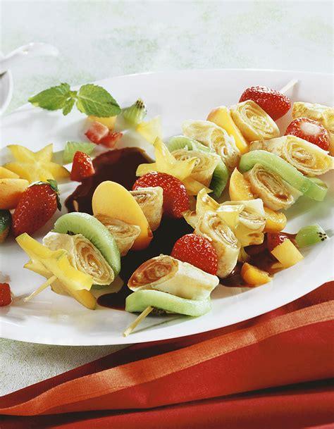 la cuisine sans gluten brochettes de crêpes et de fruits au chocolat pour 5