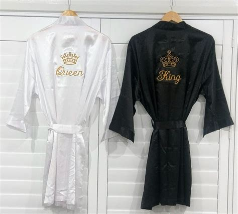 Tips To Buy The Perfect Bathrobe Anniversary Gifts For