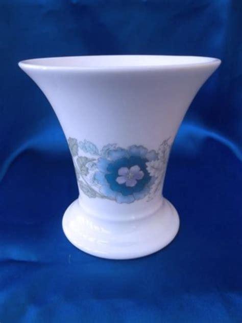 Wedgewood Vase - other porcelain ceramics wedgewood clementine vase was