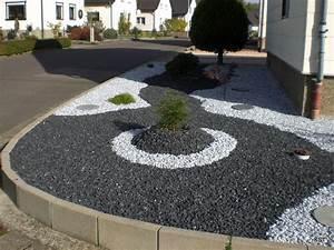 parterre avec cailloux gravier concasse de marbre noir With faire une allee de jardin en gravier 0 bordures de jardin 40 idees sur les designs les plus