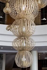 Grand Lustre Moderne : grand lustre moderne dans un lobby d 39 h tel de luxe photo stock image 72538012 ~ Teatrodelosmanantiales.com Idées de Décoration