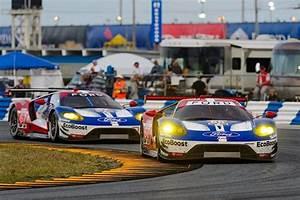 Actualite Le Mans : le mans 2016 quatre ford gt dans la course actualit automobile motorlegend ~ Medecine-chirurgie-esthetiques.com Avis de Voitures