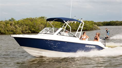 Family Boats by Everglades 230 Dc Can Handle Fishing Family New