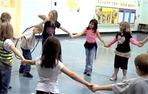 10 team building activities for activekids 959 | hula hoop