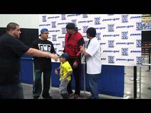 Scott Hall aka Razor Ramon taking photos with fans.