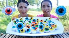 Yummy eating eyeball jelly with my sister - Amazing eating