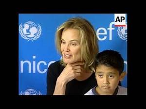 UPDATE Jessica Lange visits Mexico for UNICEF