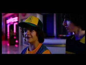 Stranger Things 3 Starcourt mall every one meet up clip