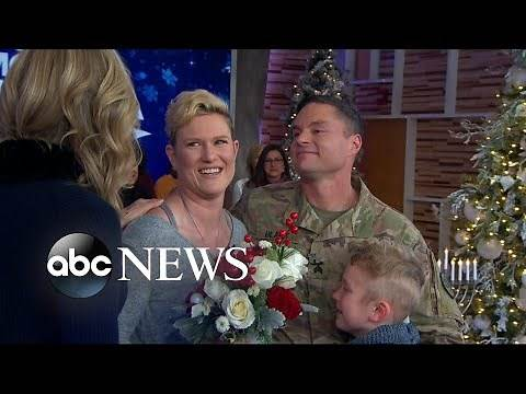 Military sergeant surprises his family for the holidays live on 'GMA'