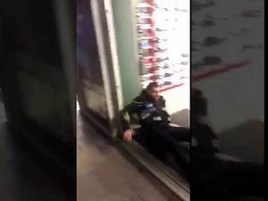 Roadman knocks police officer out 🥊 ! Cop Gets Knocked out.
