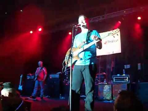 Gary Sinise Sings For Troops - The Lt. Dan Band