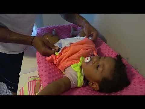 How to change a baby girl diaper