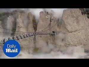 Suspension bridge swings violently during Pakistan earthquake - Daily Mail