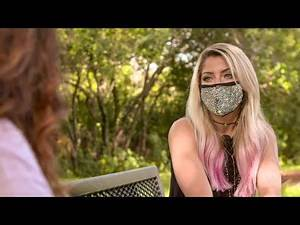 Alexa Bliss catches up with her nurse mom for a heart-warming social distance visit